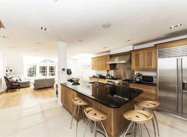 Properties for sale in Earls Court Gardens - SW5 0TD view1