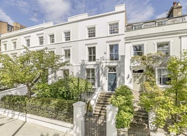 Properties for sale in Ladbroke Grove - W11 3BQ view1
