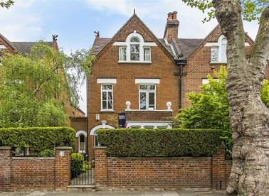 Properties for sale in Waldegrave Gardens - TW1 4PG view1