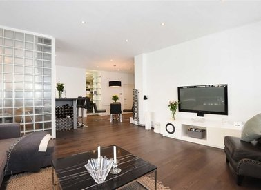 Properties to let in Saffron Hill - EC1N 8FH view1