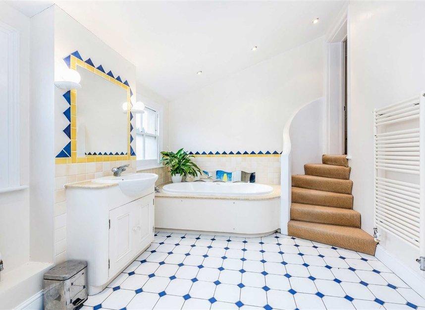 Properties for sale in Castelnau - SW13 9EX view9