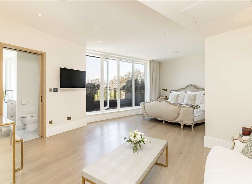 Properties for sale in Coleridge Gardens - SW10 0RD view4