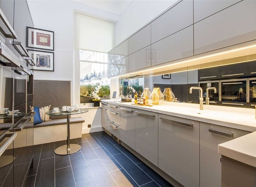 Properties for sale in Eaton Square - SW1W 9BQ view4