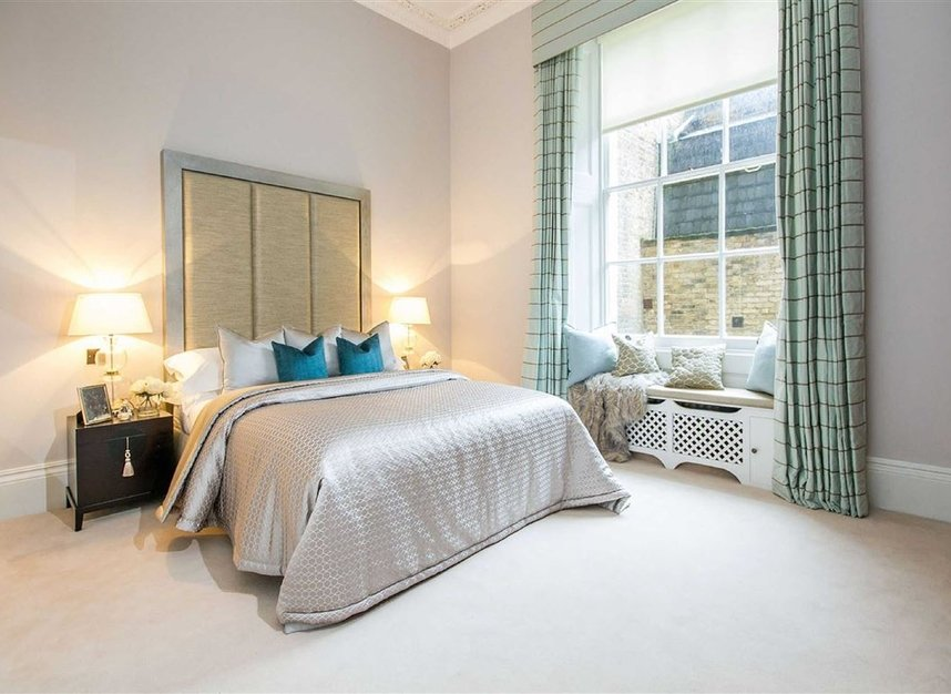 Properties for sale in Eaton Square - SW1W 9BQ view7