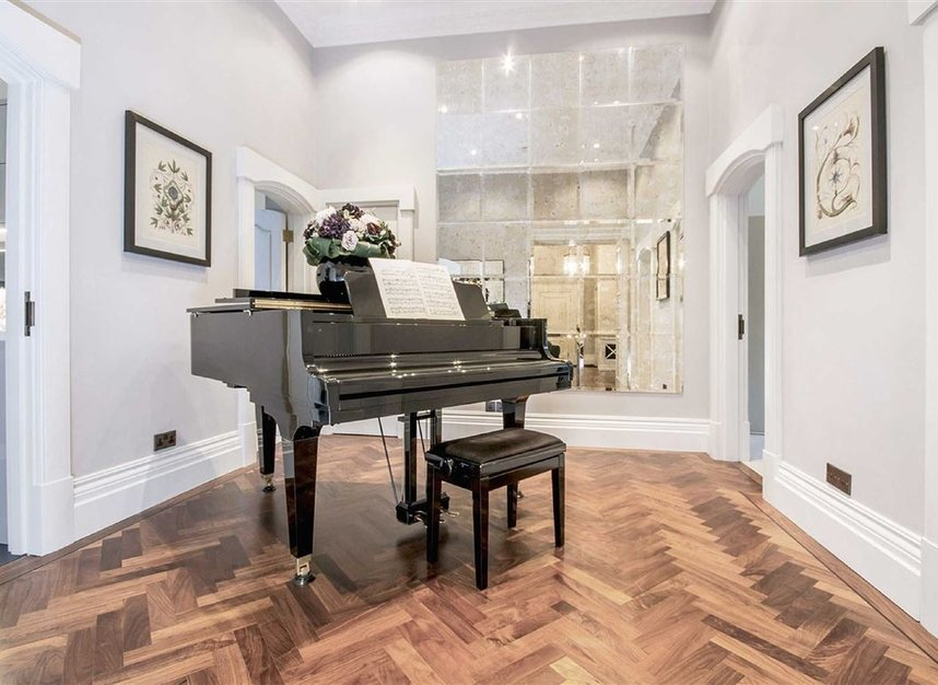 Properties for sale in Eaton Square - SW1W 9BQ view9