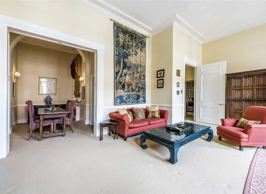 Properties for sale in Ennismore Gardens - SW7 1NL view5