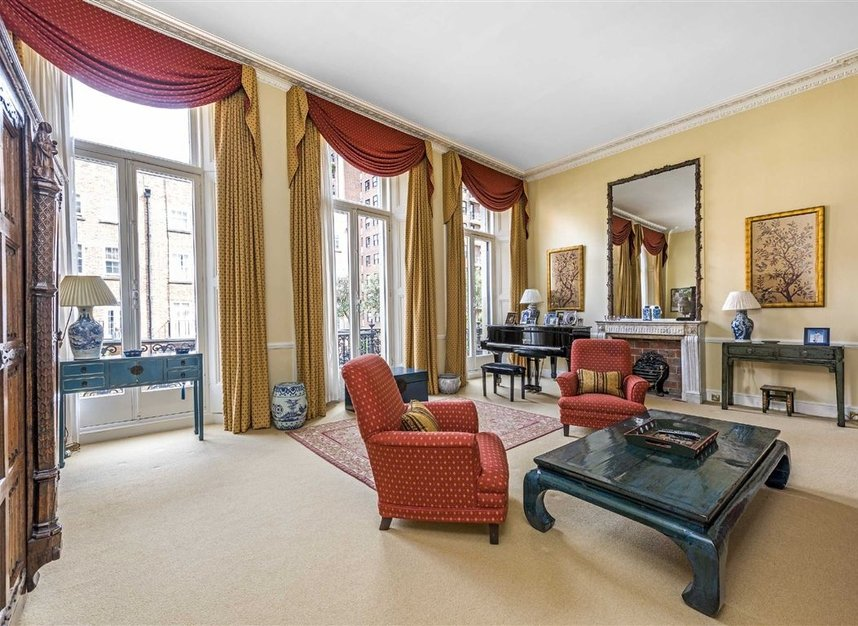 Properties for sale in Ennismore Gardens - SW7 1NL view2