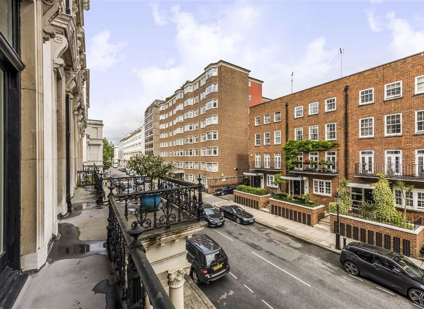 Properties for sale in Ennismore Gardens - SW7 1NL view4