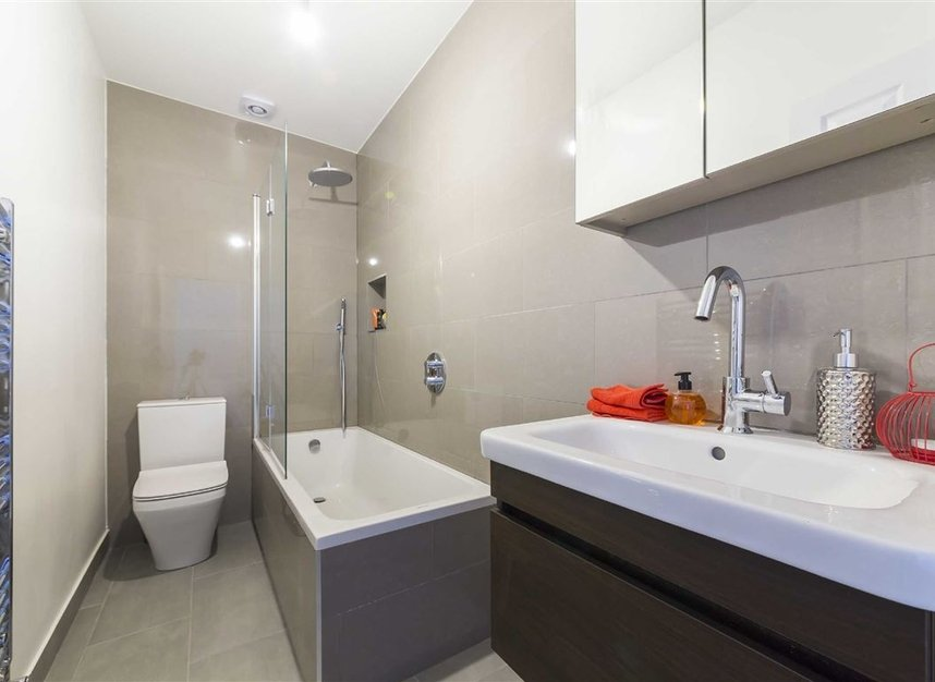Properties for sale in Gowrie Road - SW11 5NR view4