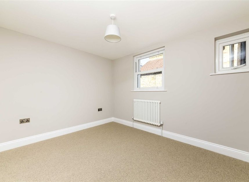 Properties for sale in Gowrie Road - SW11 5NR view7