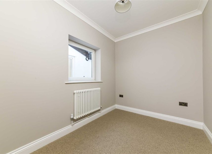 Properties for sale in Gowrie Road - SW11 5NR view8