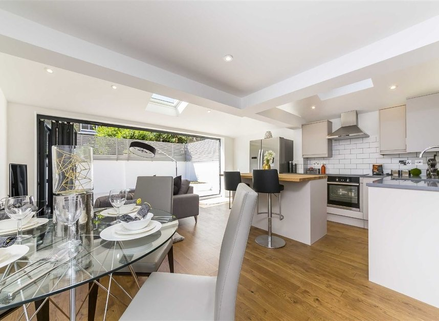 Properties for sale in Gowrie Road - SW11 5NR view2