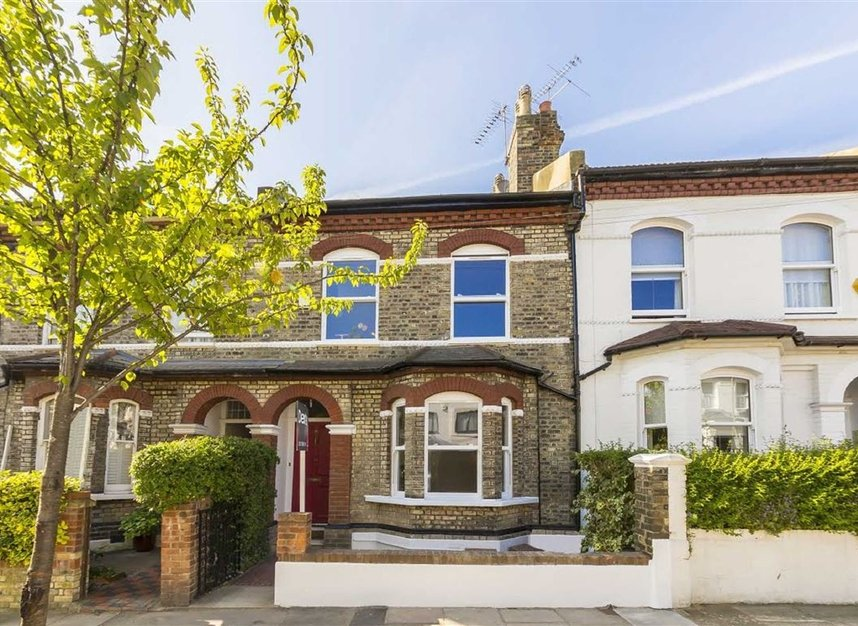 Properties for sale in Gowrie Road - SW11 5NR view1