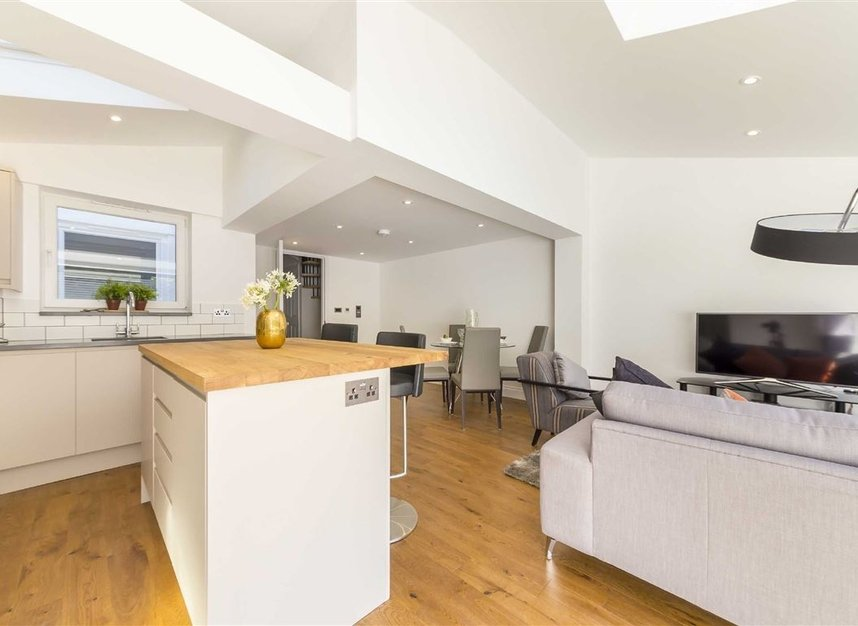 Properties for sale in Gowrie Road - SW11 5NR view6