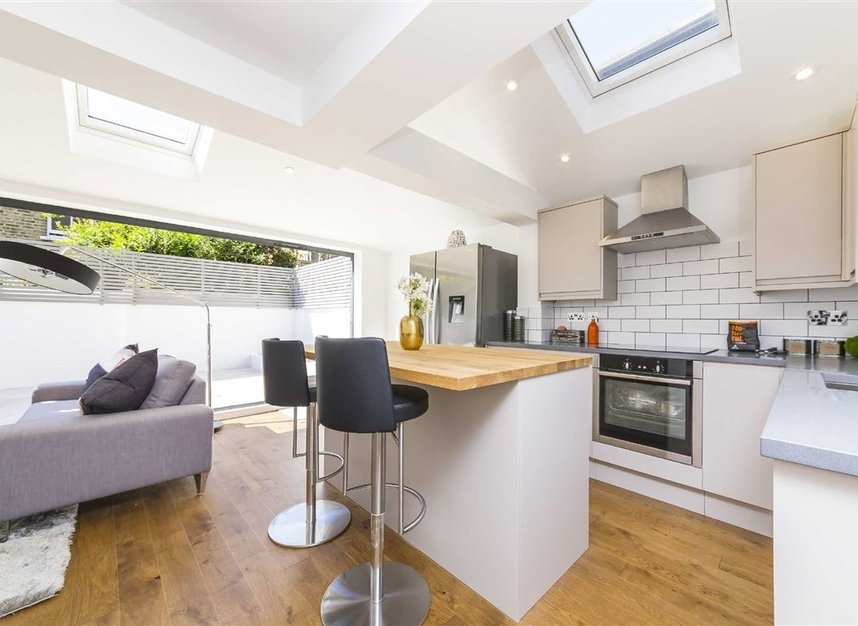 Properties for sale in Gowrie Road - SW11 5NR view5