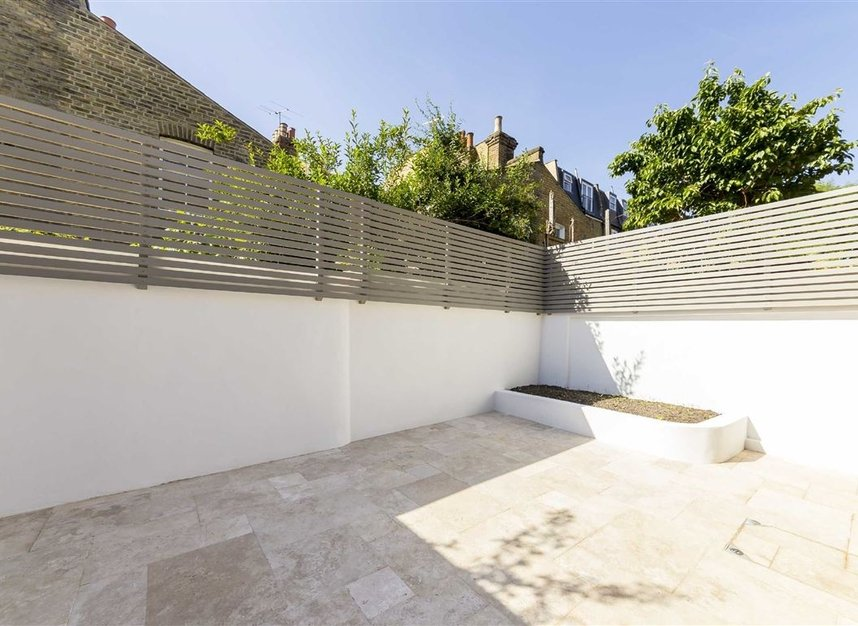 Properties for sale in Gowrie Road - SW11 5NR view10