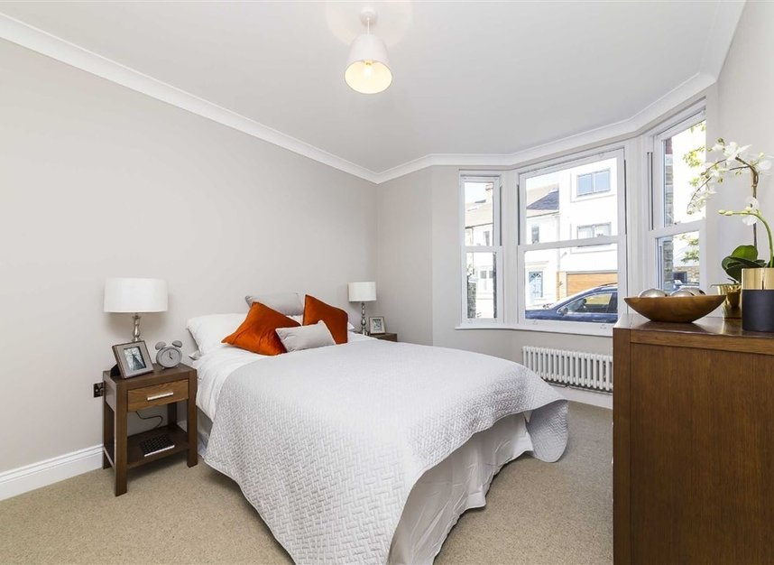 Properties for sale in Gowrie Road - SW11 5NR view3
