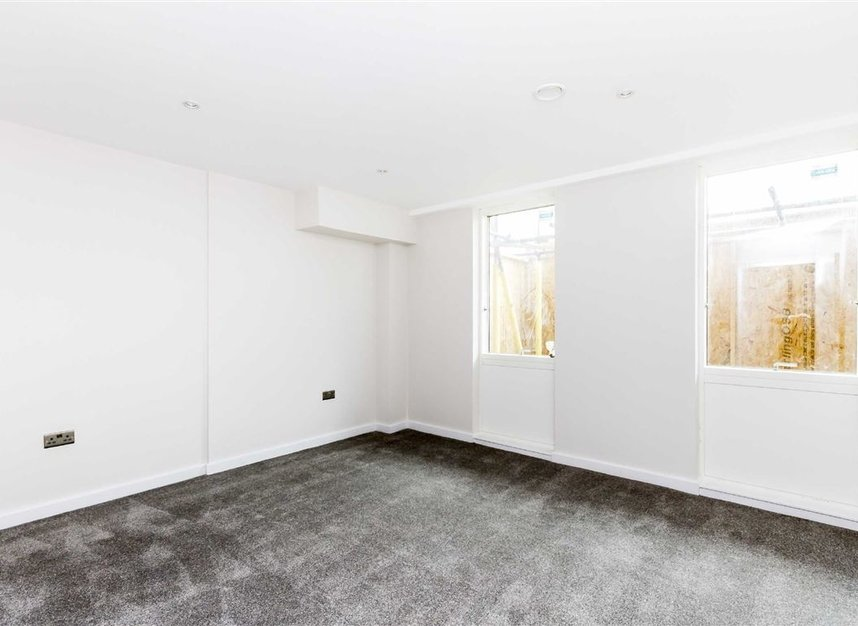 Properties for sale in London Road - KT2 6QL view3