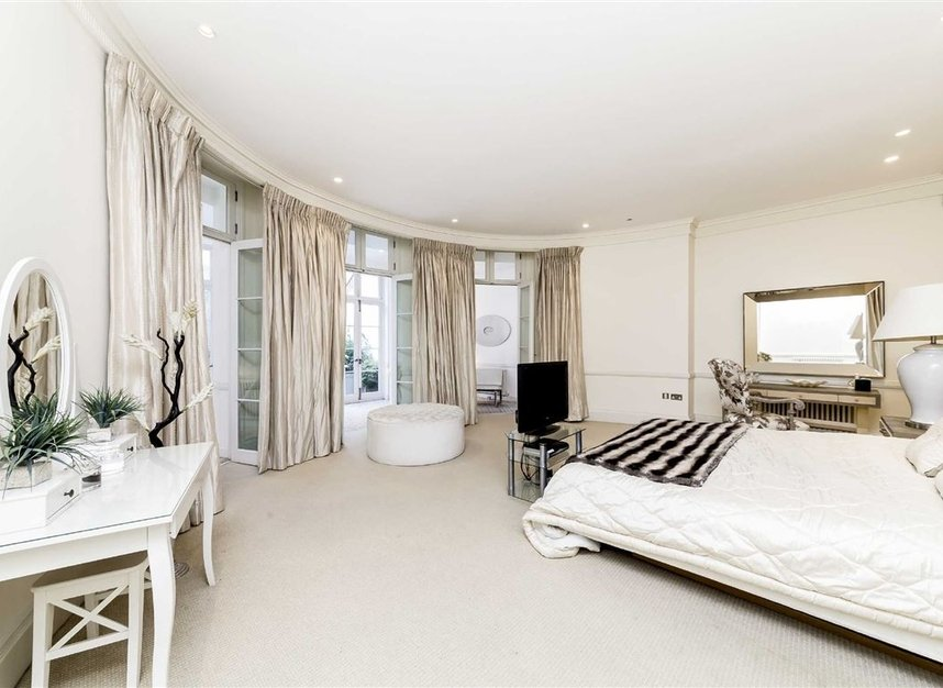 Properties for sale in Park Lane - W1K 7AD view9