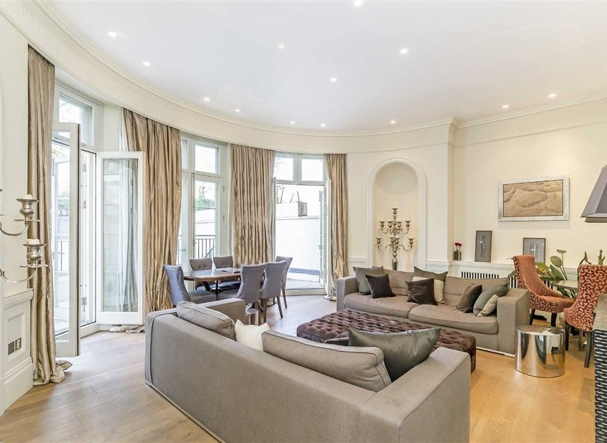 Properties for sale in Park Lane - W1K 7AD view4