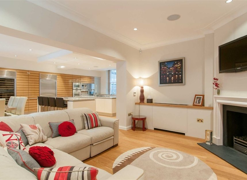 Properties for sale in Smith Square - SW1P 3HL view7