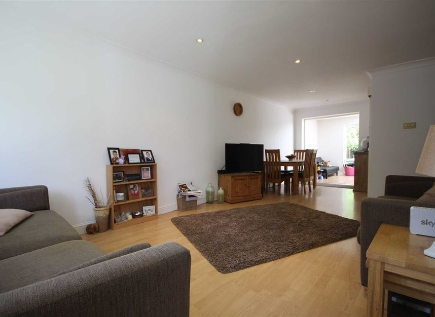 Properties to let in Fairlawns - TW16 6QR view3