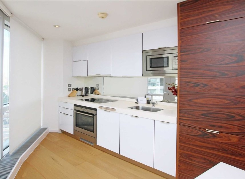 Properties to let in Fairmont Avenue - E14 9JB view4