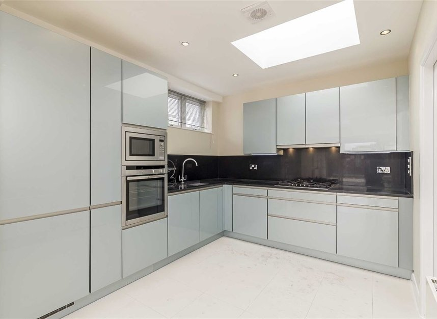 Properties to let in Great Portland Street - W1W 7JZ view3