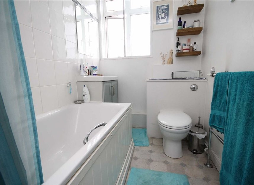 Properties to let in Hammersmith Road - W6 7JZ view4