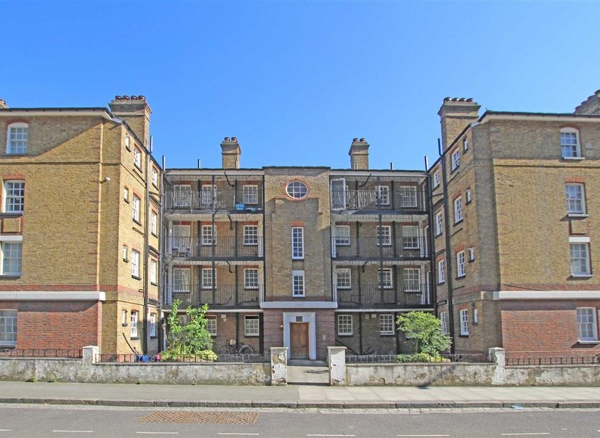 Naval Row, London, E14