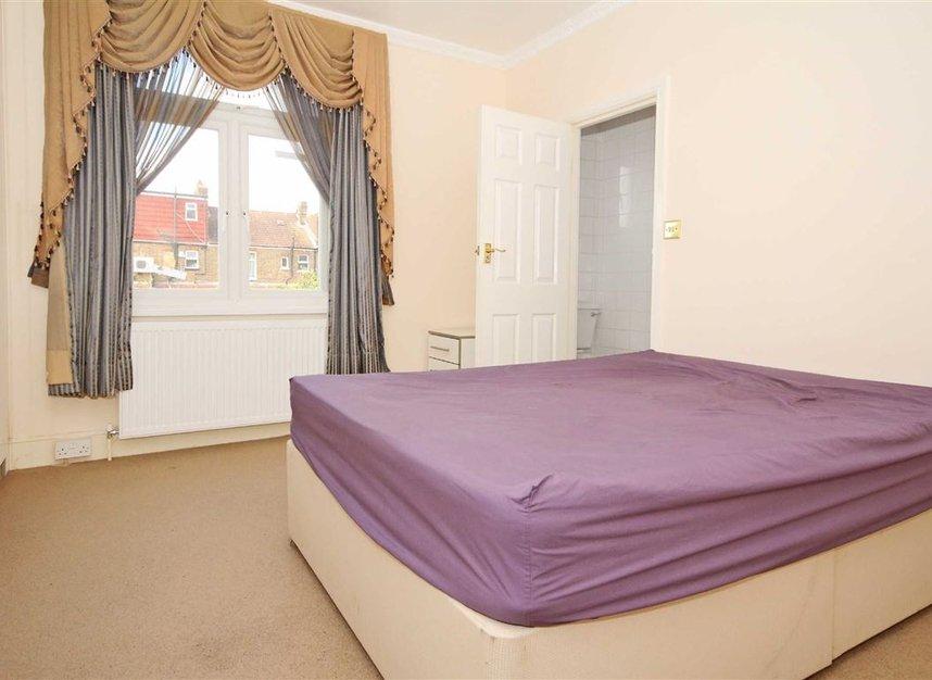 Properties to let in Noel Road - W3 0JE view3