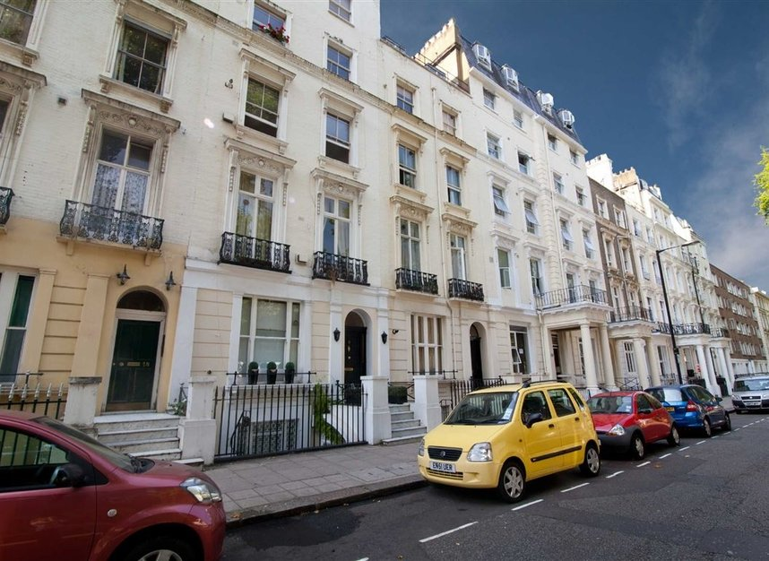 Studio to rent in queensborough terrace london w2 dexters for Queensborough terrace