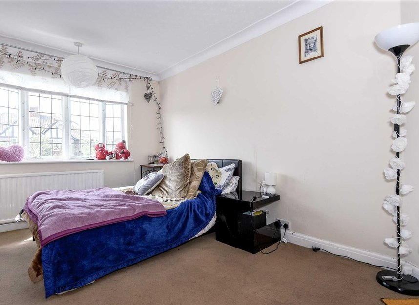 Properties to let in Redway Drive - TW2 7NT view4