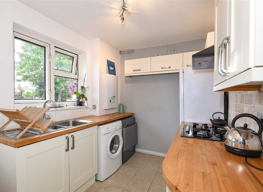 Properties to let in Temple Road - TW9 2ED view3