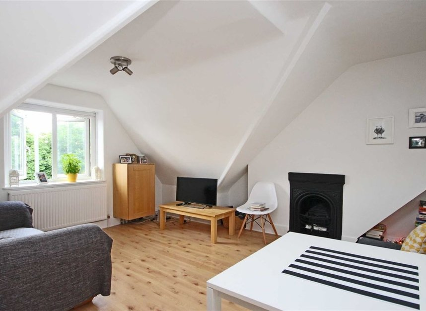 Properties to let in Waldegrave Road - TW11 8LL view2