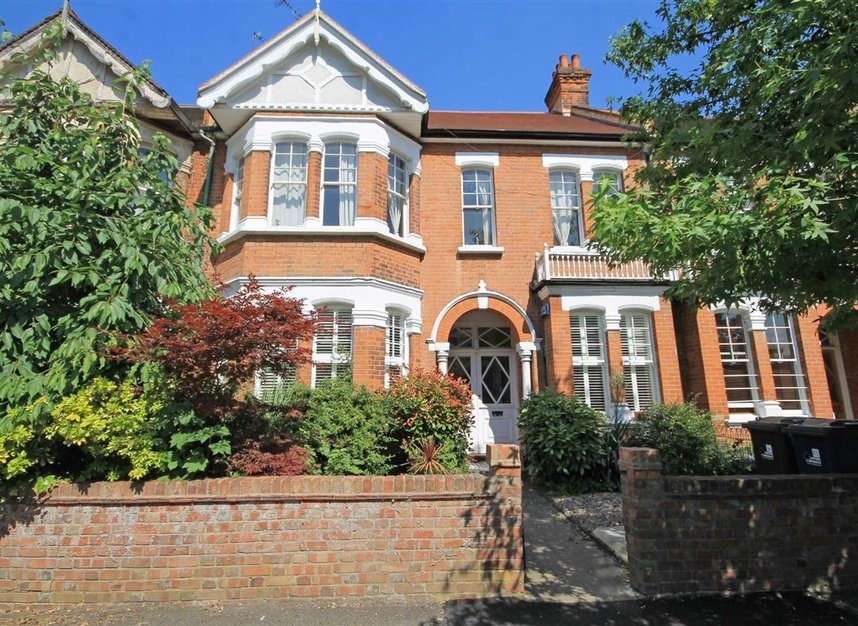 Properties to let in Woodgrange Avenue - W5 3NY view1