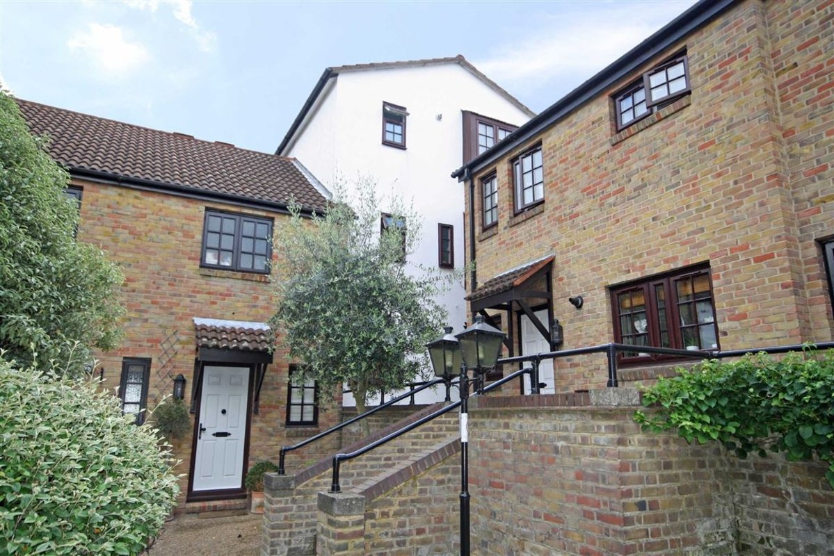 House For Sale In The Farthings Kingston Upon Thames KT2