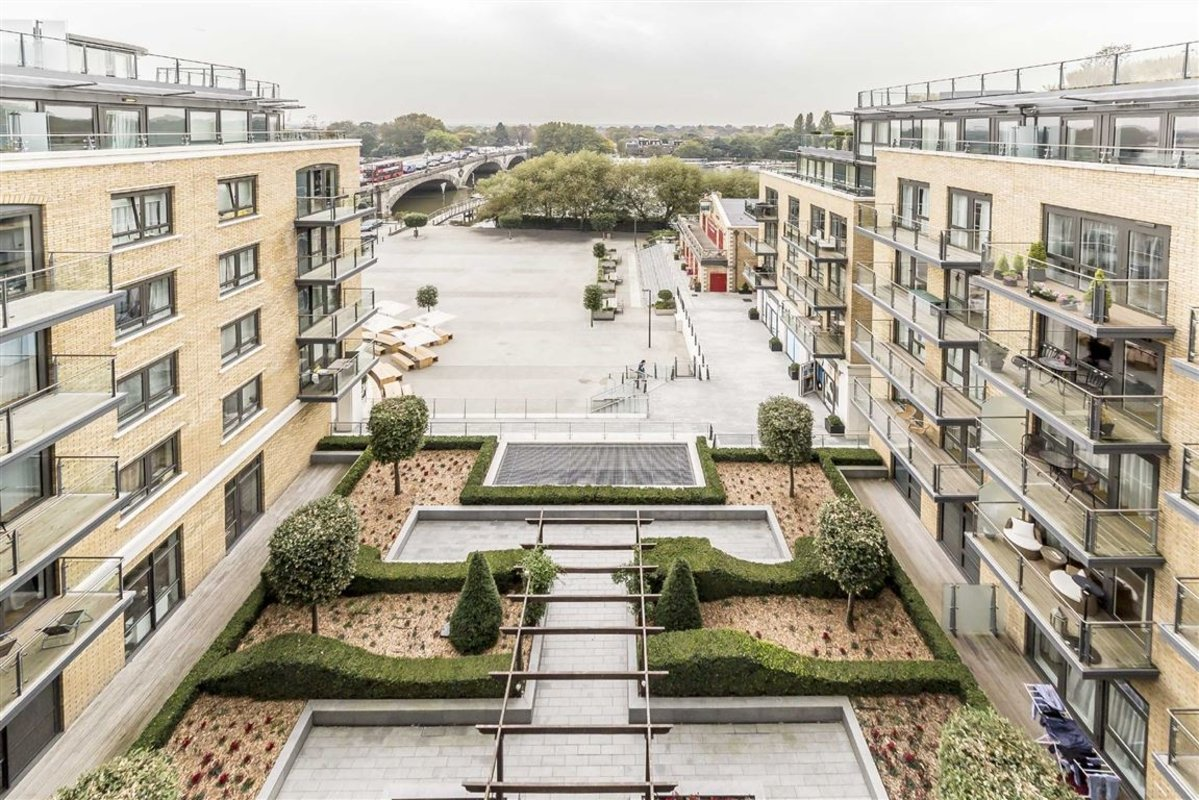 Flat To Rent In 8 Kew Bridge Road Brentford Tw8 Dexters