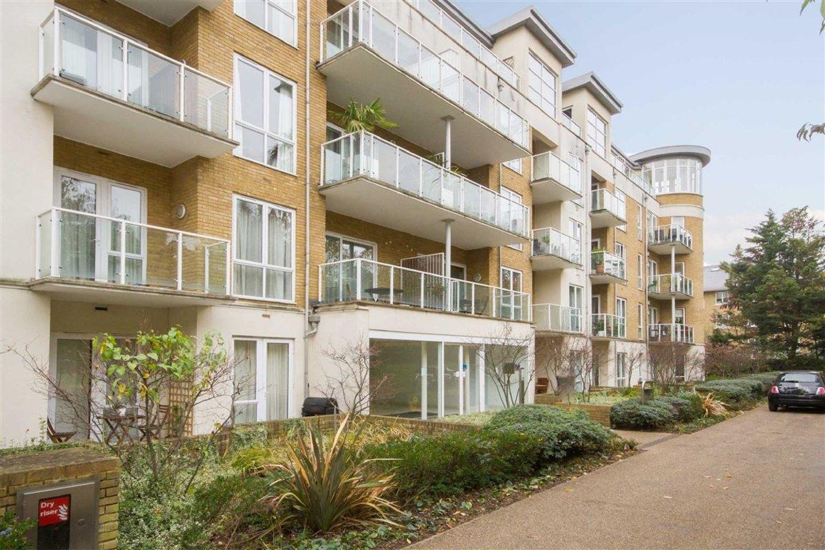 Flat To Rent In Melliss Avenue Richmond Tw9 Dexters